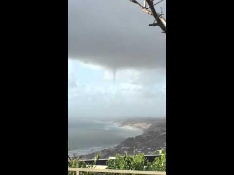Raw footage : Tornado in San Diego 3/29/16