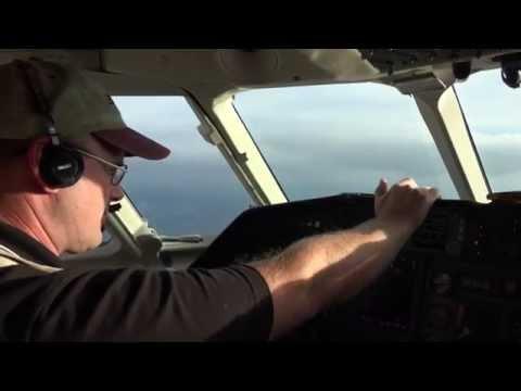 Falcon 900 N291MJ Landing at BDL 9-24-14 at 17:45
