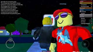 Delivering pizzas with Marioepj in roblox and laughing