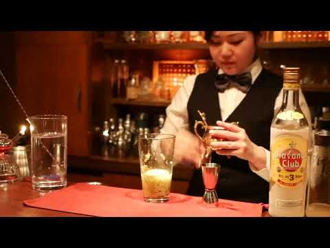 "A woman bartender in Tokyo. Moeno. ""Kiwi and Roses Cocktail"" Cocktail video. Fruit cocktail recipe"
