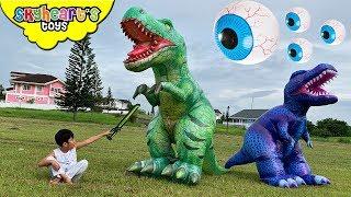 T-Rex Dinosaurs vs. Giant Eyeballs!!
