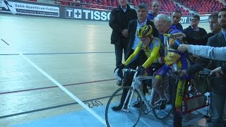105-year-old man breaks own cycling world record