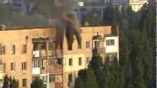 Пожар в Одессе!!!Спасение жителей дома!!!ч-2 /Fire in Odessa, Live Broadcast, Hot News!!!(Видео снято с крыши дома. В нем вы увидите, как огонь захватывает несколько квартир, затем приезжают пожарны..., 2013-08-09T20:23:10.000Z)