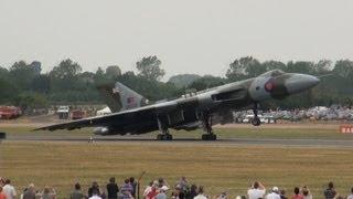 Avro Vulcan XH558 howling at RIAT