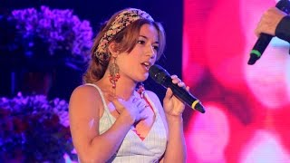 "Joss Stone cantó ""Miracle worker"""