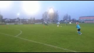 im Spiel 17/2 Tricks am Ball - Pia Kielmann - Doppelter Übersteiger und Volleytorabschluss