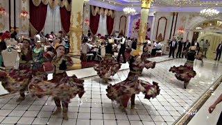 Таджики проводят пышные свадьбы, несмотря на ограничения (новости)