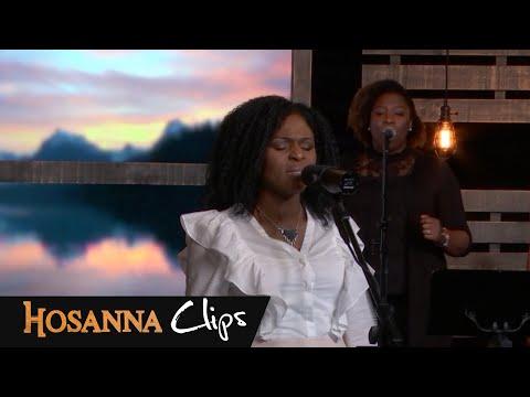 Ta présence - Hosanna clips - Dena Mwana