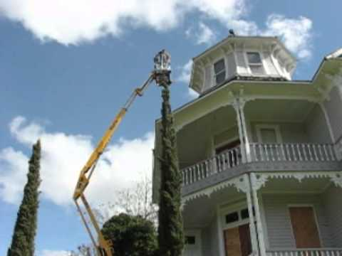 Roseburg Rental Articulating Boom Lift At The Parrot House