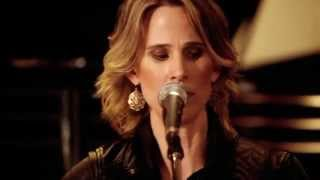 """Lynne Hanson & The Good Intentions perform """"River of Sand"""" - LIVE"""
