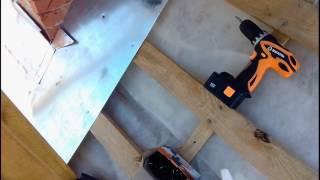 Монтаж планок примыкания дымохода под штробу