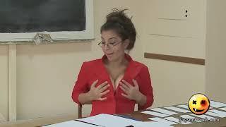 Seksi öğretmen Dekolte Ve Tanga Gösteriyor