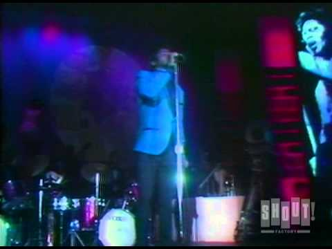 """James Brown performs """"I Got the Feelin'"""" at the Apollo Theater (Live)"""