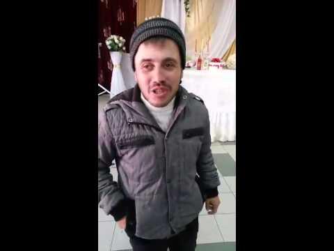 Человек с улицы поздравляет незнакомого человека)
