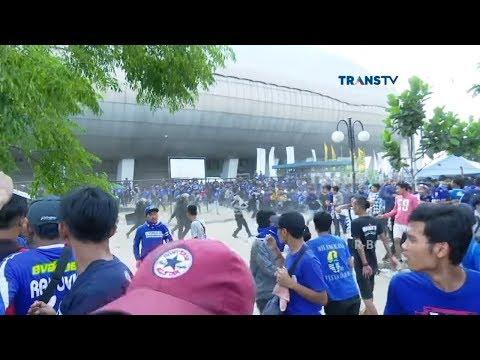 Duel Persib Vs Persija, Penonton Tak Bertiket Paksa Masuk Stadion