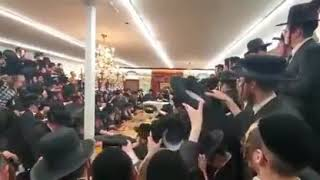 Toldos Tzvi Spinka Rebbe Throwing Chanukah Gelt - 5781