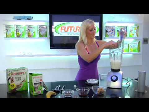 Lisa Raleigh shows how to prepare a FutureLife chocolate smoothie