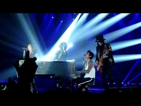 Motley Crue - Home Sweet Home (Live @ The M.E.N Arena, Manchester, UK, Dec 2011) [HD]