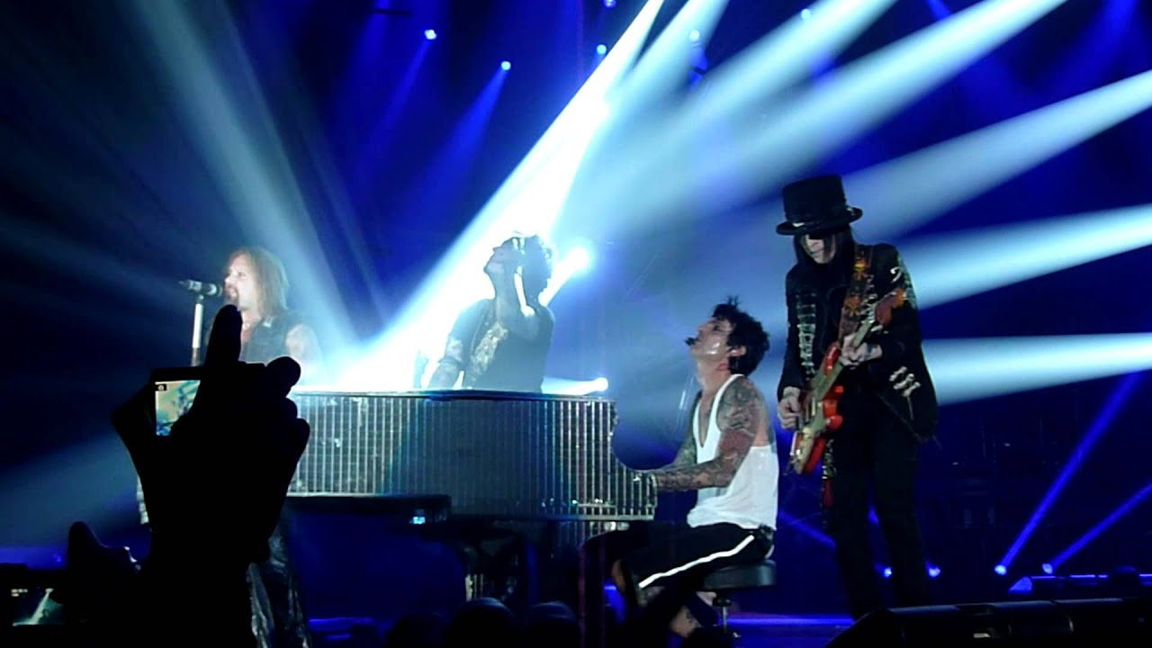 Motley Crue - Home Sweet Home (Live @ The M.E.N Arena, Manchester ...