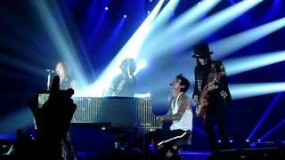 Motley Crue - Home Sweet Home (Live @ The M.E.N Arena, Manchester, UK, Dec 2011) [HD]