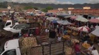 Venezolanos vuelven poco a poco a sus quehaceres cotidianos