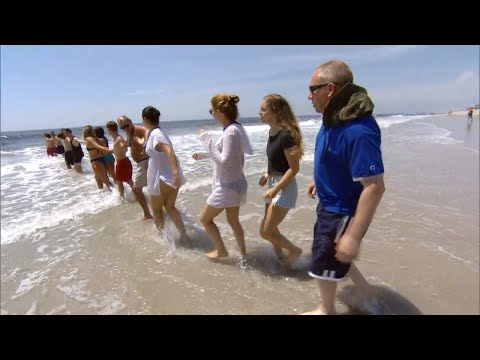 This Is the Safest Way to Perform a Human Chain Rescue