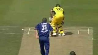 Video Cricket Simon Jones hits Mathew Hayden download MP3, 3GP, MP4, WEBM, AVI, FLV Desember 2017