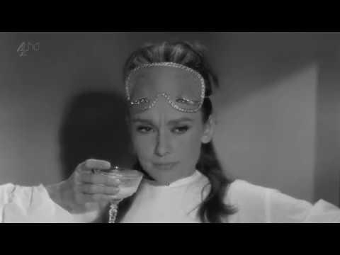 Audrey Hepburn - Moon River (Breakfast At Tiffany's) [HD]