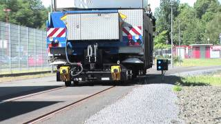 Video ZWEIWEG Mobilkran auf der Schiene download MP3, 3GP, MP4, WEBM, AVI, FLV Agustus 2018