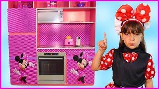 Laurinha Brincando De Restaurante com a Cozinha da Minnie da Disney !