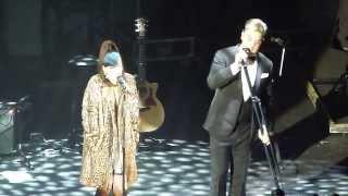 Lily Allen and Robbie Williams - Dream a Little Dream - Hammersmith Apollo
