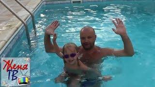 Не умеешь плавать КРОЛЕМ ИЛИ БРАССОМ? Смотри это видео!