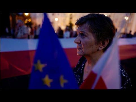 Polónia volta atrás em braço-de-ferro com UE sobre juízes