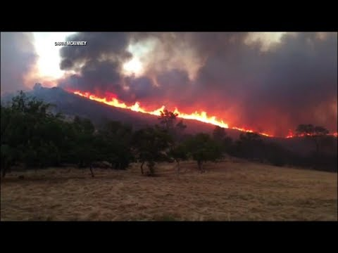 Wildfire outside Yosemite causes mass evacuations