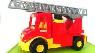 Видео для детей !Большая Пожарная машина тушит пожар! Video For kids! toy fire truck!(Всем привет! Сегодня Полинка будет тушить пожар вместе с новой игрушкой пожарной машинкой. У машинки есть..., 2016-08-04T08:24:46.000Z)