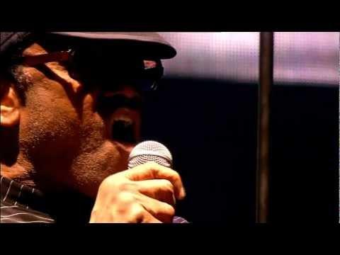 Gorillaz - Cloud Of Unknowing (Live @ Glastonbury 2010)
