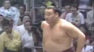 Takamisakari vence a Asashouryu