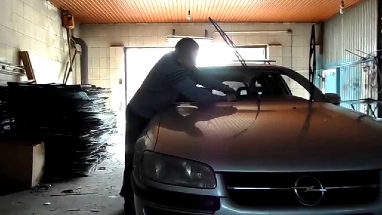 Это ремонт сколов и трещин на лобовом стекле автомобиля. … представитель