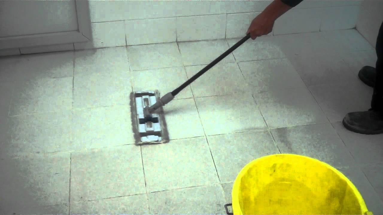 Video antiderrapante mexa en piso de loseta cer mica en for Piso en urbanizacion alcorcon ii