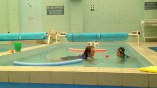 Старое видео Джей на уроке плавания