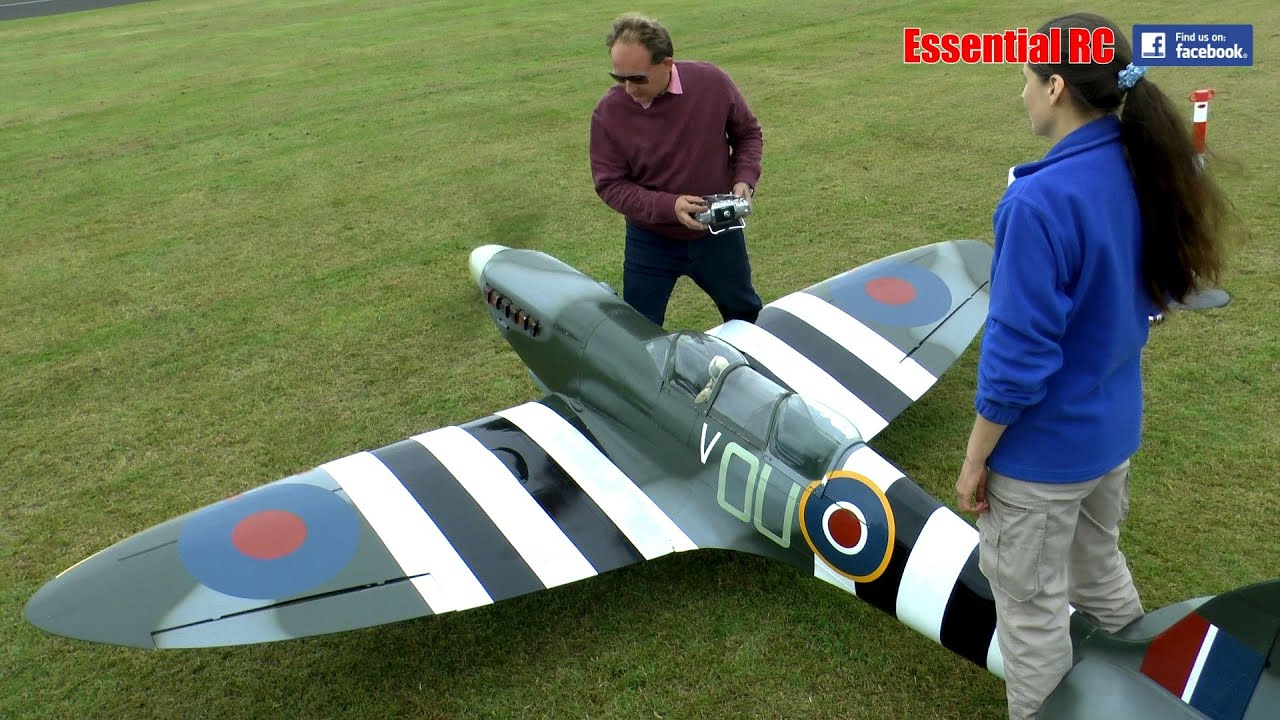 giant 1 3 scale rc spitfire lma cosford show 2016 youtube. Black Bedroom Furniture Sets. Home Design Ideas