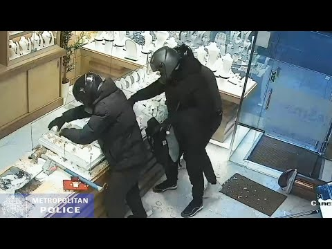 Dramatic smash-and-grab robbery
