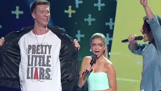 TEEN CHOICE AWARDS 2015 MAGIC w/Pretty Little Liars | Collins Key