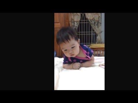 Bé Susu tập lẫy l Susu 2 tháng 3 tuần tuổi biết lật ròi