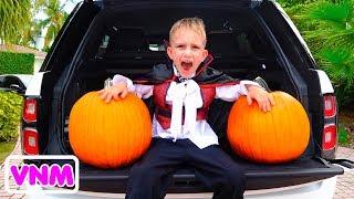 Vlad và Nikita có một bữa tiệc Halloween