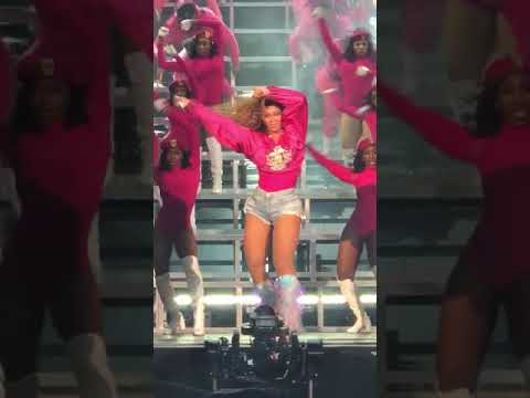 beyoncé-swagsurf,-diva,-everybody-mad-live-at-coachella