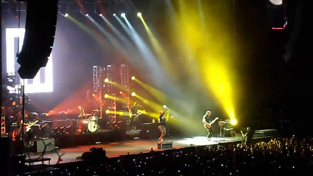 Paramore - Misery Business (México 2013)