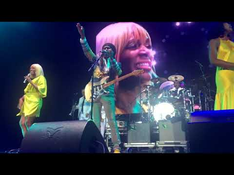 Chic  ft. Nile  Rodgers Live at The 02 Opening Set
