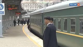 Охрана Ким Чен Ына на ходу протирает поручни поезда
