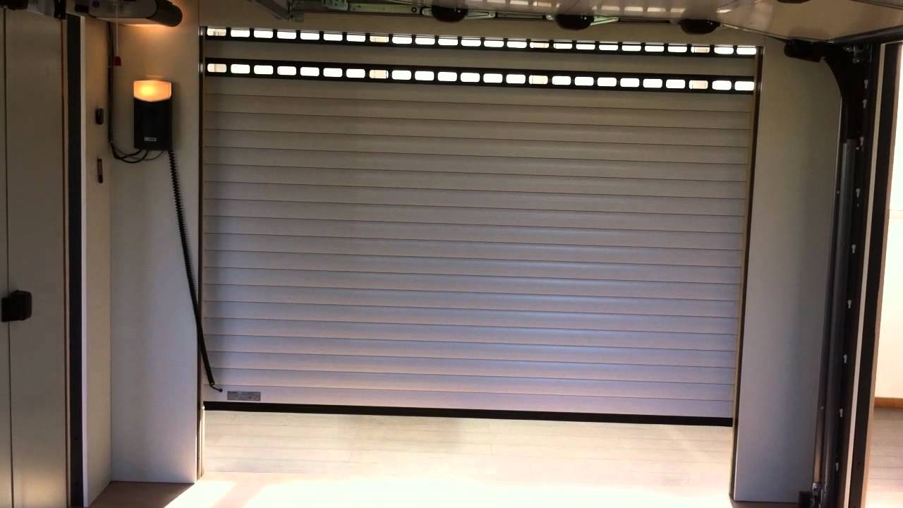 Porte De Garage Enroulable Pos Par Apg Acc S Portes De Garage Youtube